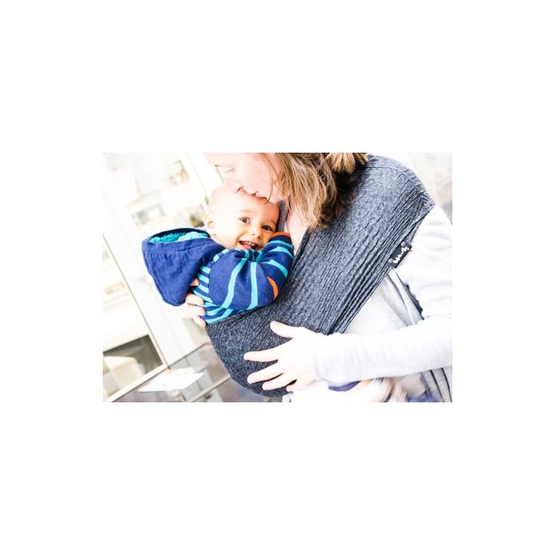 5eafdb79d1e3 Le Porte-bébé Sling Tube Wacotto est un dispositif d aide au portage à  bras, destiné aux enfants qui savent s assoir seul et dont le poids se  situe entre 7 ...